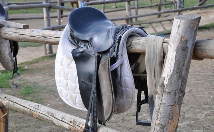 Спортнивное конное седло